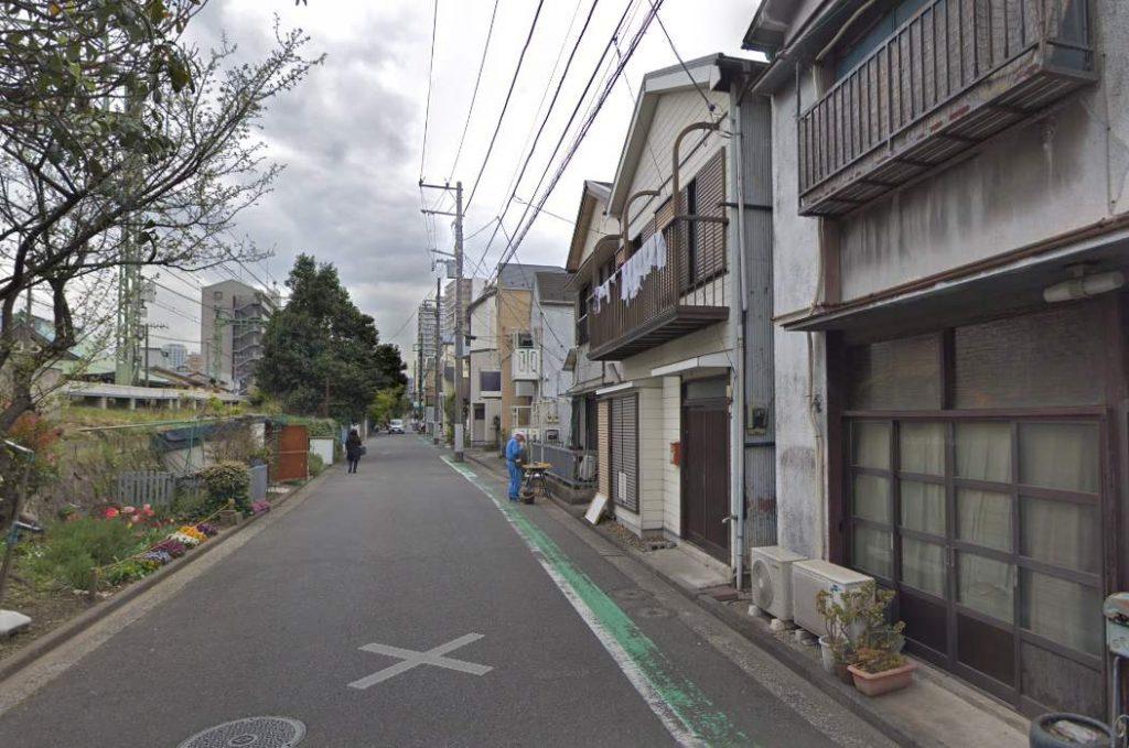 京浜急行沿いの道路