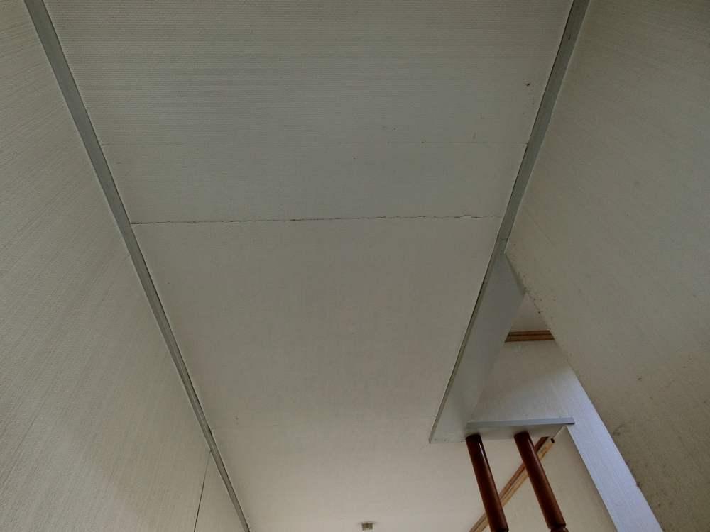 天井に亀裂