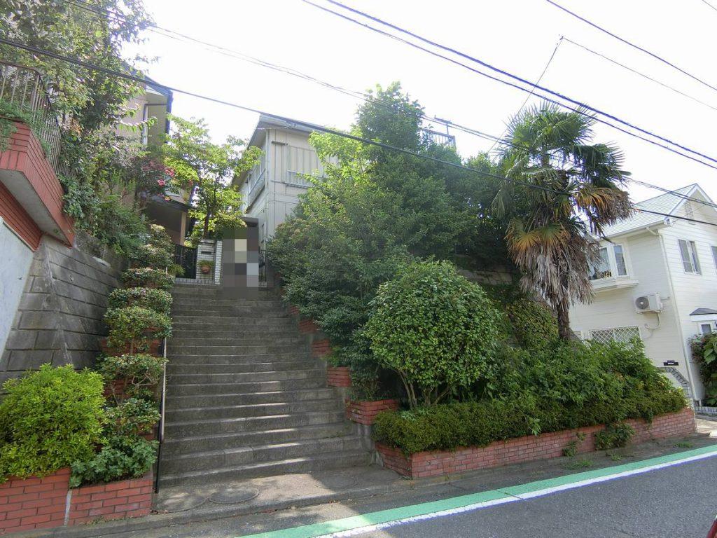 階段の有る建物