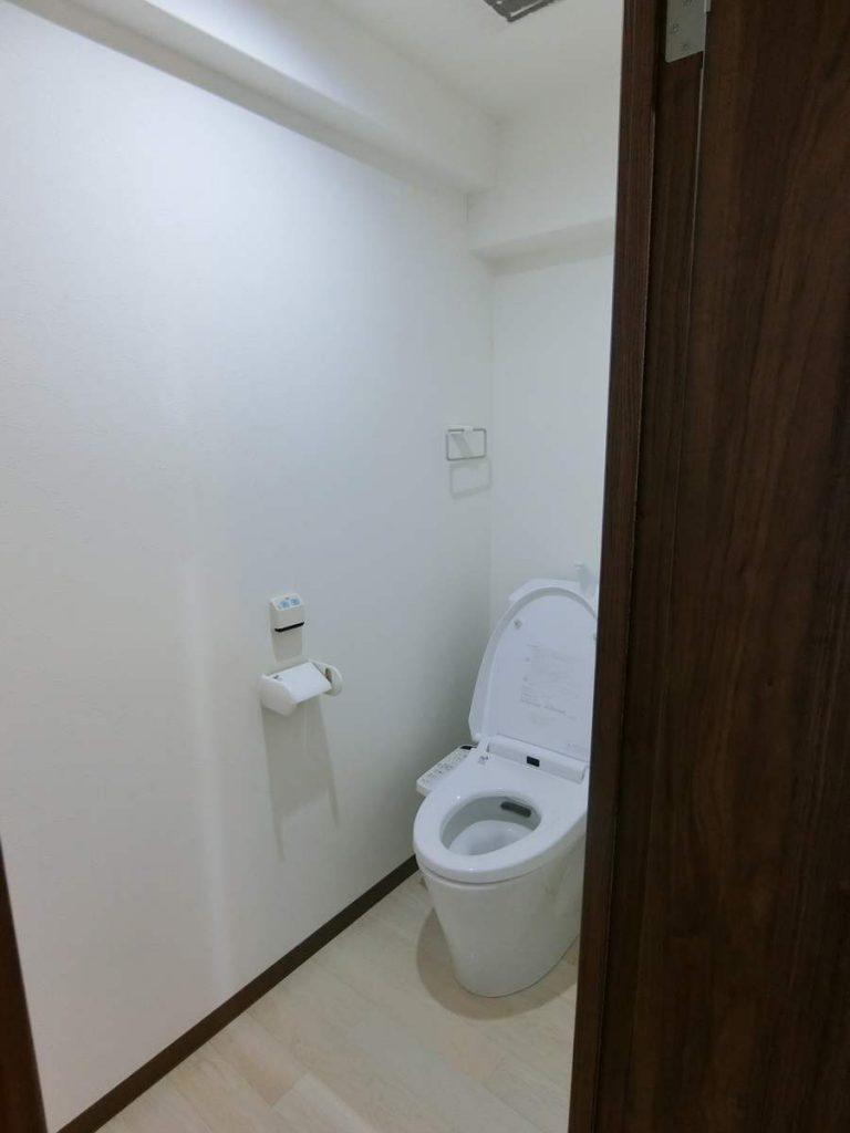 トイレはウオシュレット付き