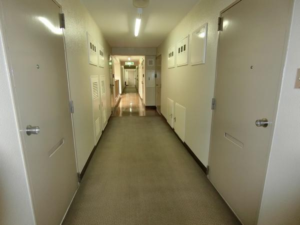 藤和横浜西口ハイタウンの内廊下