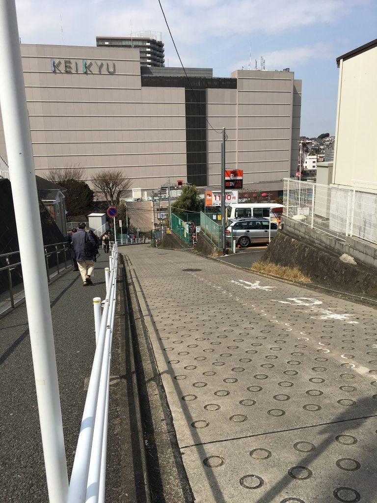 上大岡駅付近の坂道