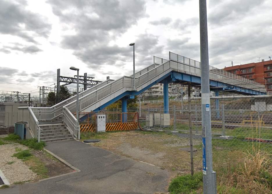 神奈川新町駅付近の歩道橋